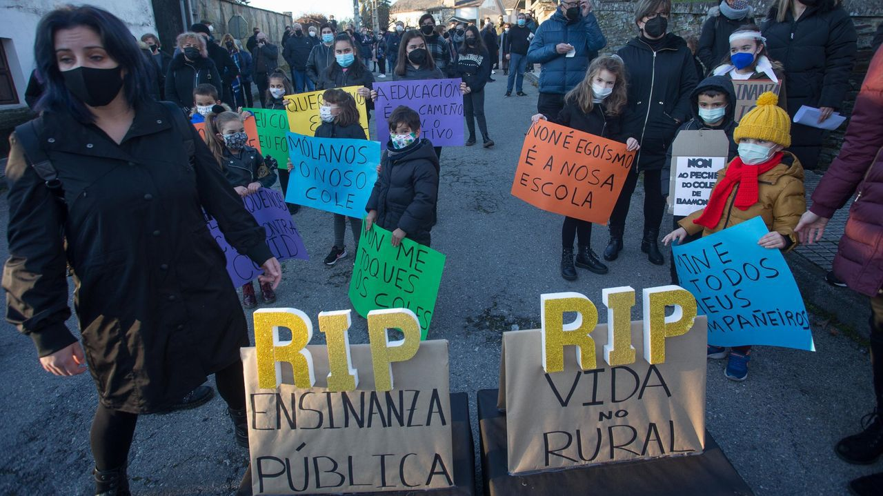 Lugares para visitar en Lugo en un día gris.Foto de archivo de una movilización contra el cierre del CEIP de Baamonde