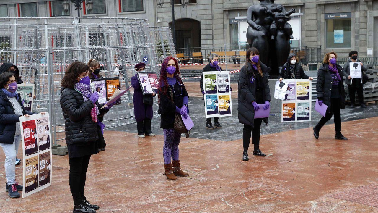 Irene Montero rompe a llorar en su discurso del 25-N.Un grupo de mujeres se concentraron en la Plaza de la Escandalera con motivo del 25-N