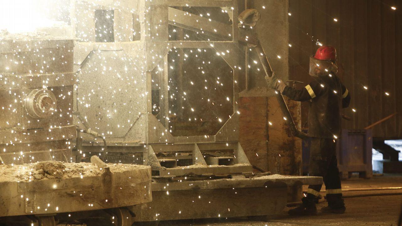 Todas las imágenes de las celebraciones de la Lotería de Navidad en Galicia.Ferroatlántica elabora silicio en su planta de Sabón, en el concello coruñés de Arteixo