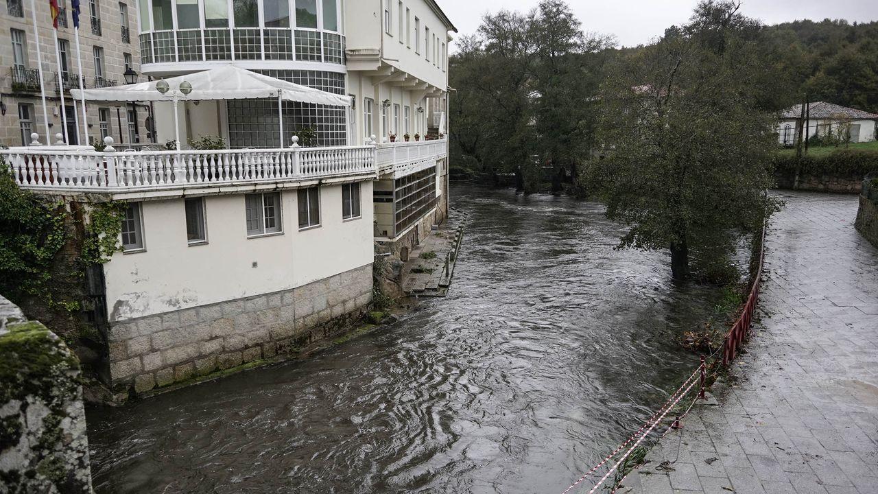 El río Arnoia, también desbordado