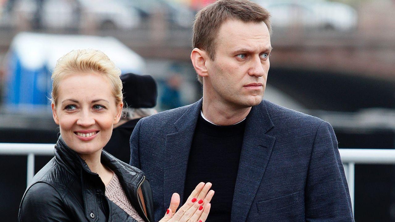Navalni y su mujer, Julia, en un acto en Moscú
