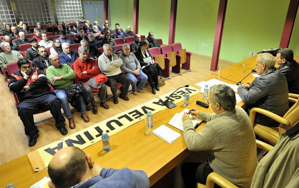 Unas 40 personas asistieron a la reunión celebrada ayer en el Museo Ortegalia, en Ortigueira.