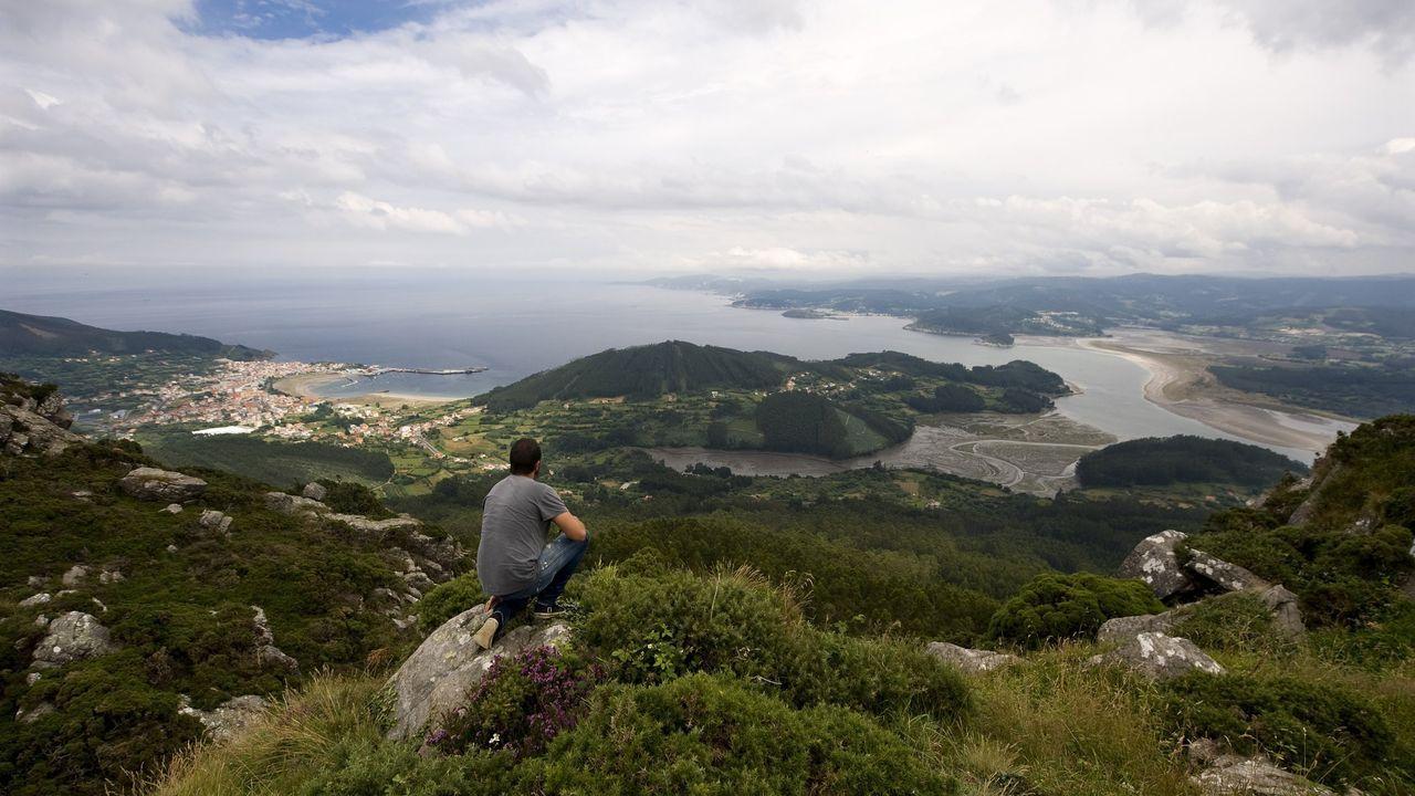 Las mejores vistas en la provincia de A Coruña desde las alturas.Vecinos de la comarca de Ordes en el «banco mais fedento do mundo»