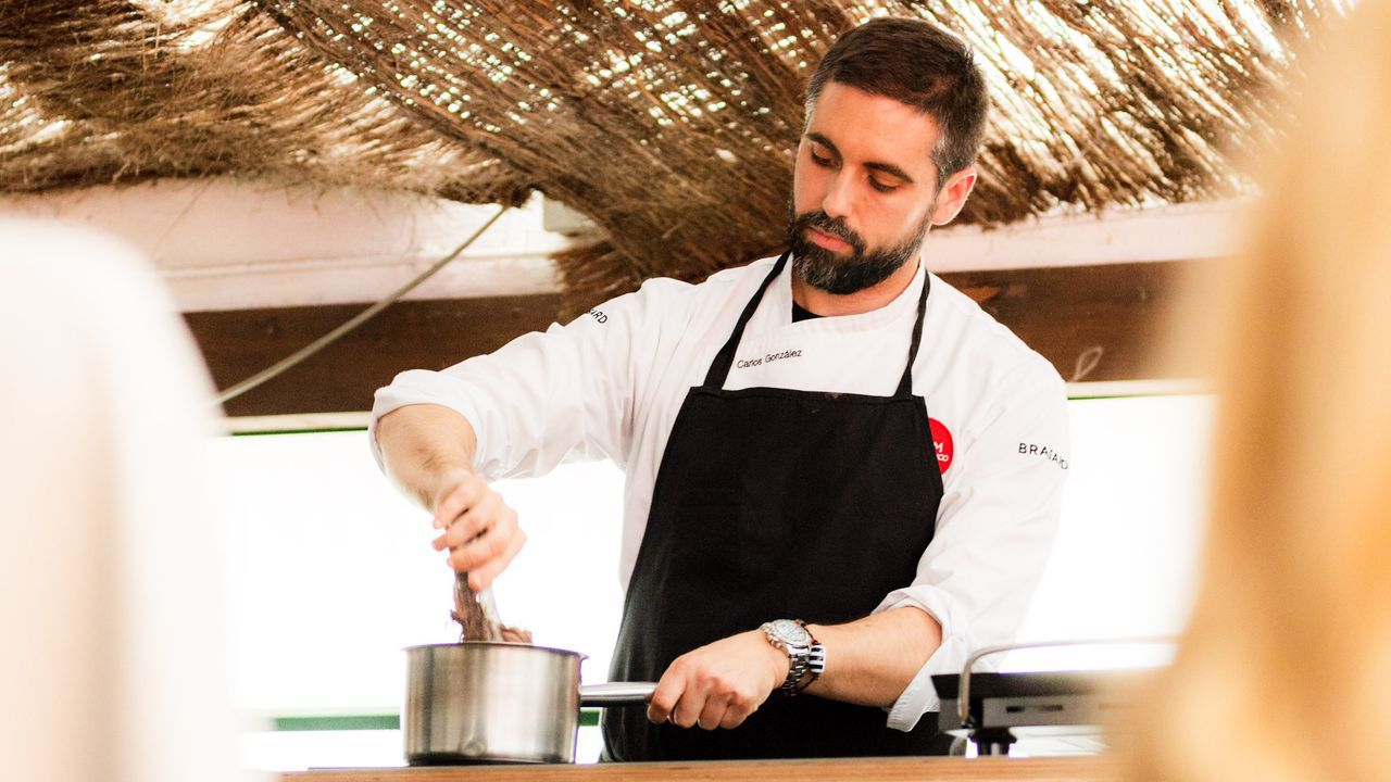 Carlos González durante unha demostración culinaria en Vigo