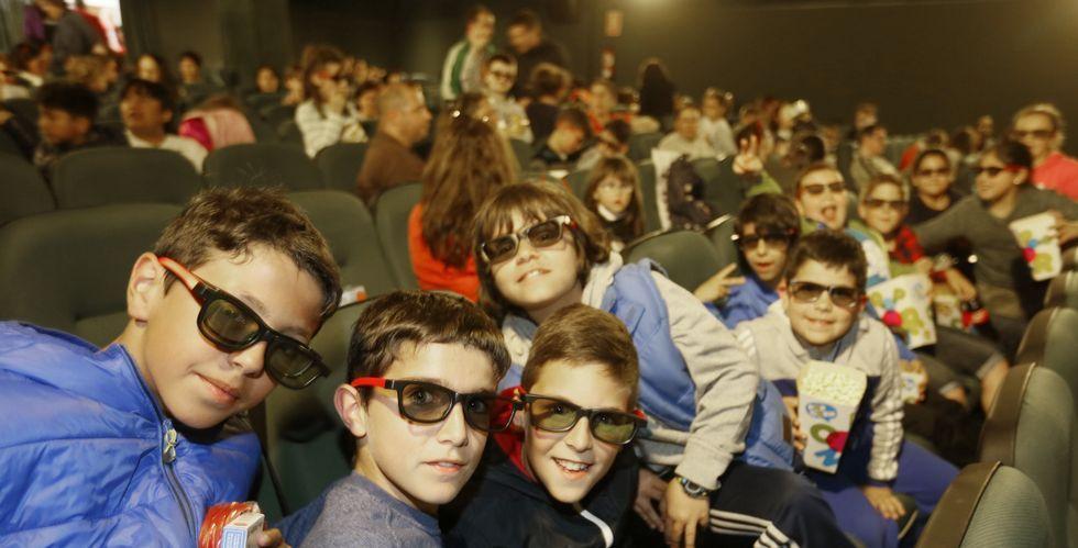 La novedad de las proyecciones en 3D animó al público joven a disfrutar ayer del cine en Viveiro.