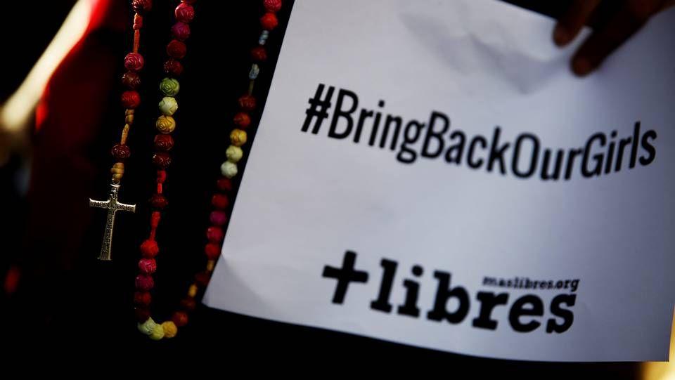 Poster con el hashtag reivindicativo contra el secuestro de más de 200 niñas en Nigeria el pasado mes de abril