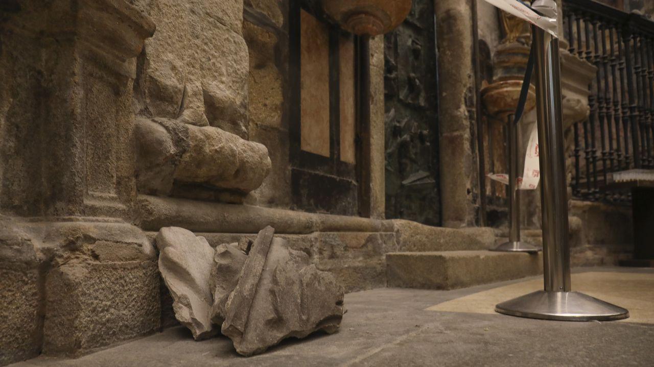 Obras y andamios en la nave central de la catedral de Santiago
