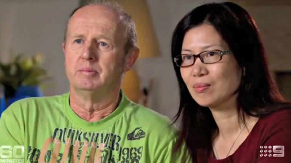 Una familia británica, asaltada en Huan Tin, Tailandia.El español Manuel Santos celebra que la justicia tailandesa le ha concedido a él y a su pareja, Gordon Lake, la custodia de una niña subrogada