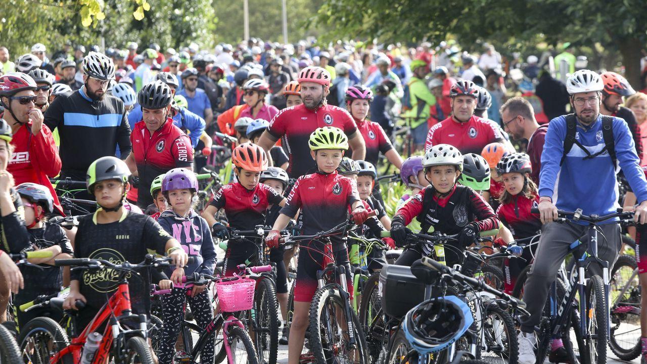 Búscate en las fotos del Día de la Bicicleta de Narón