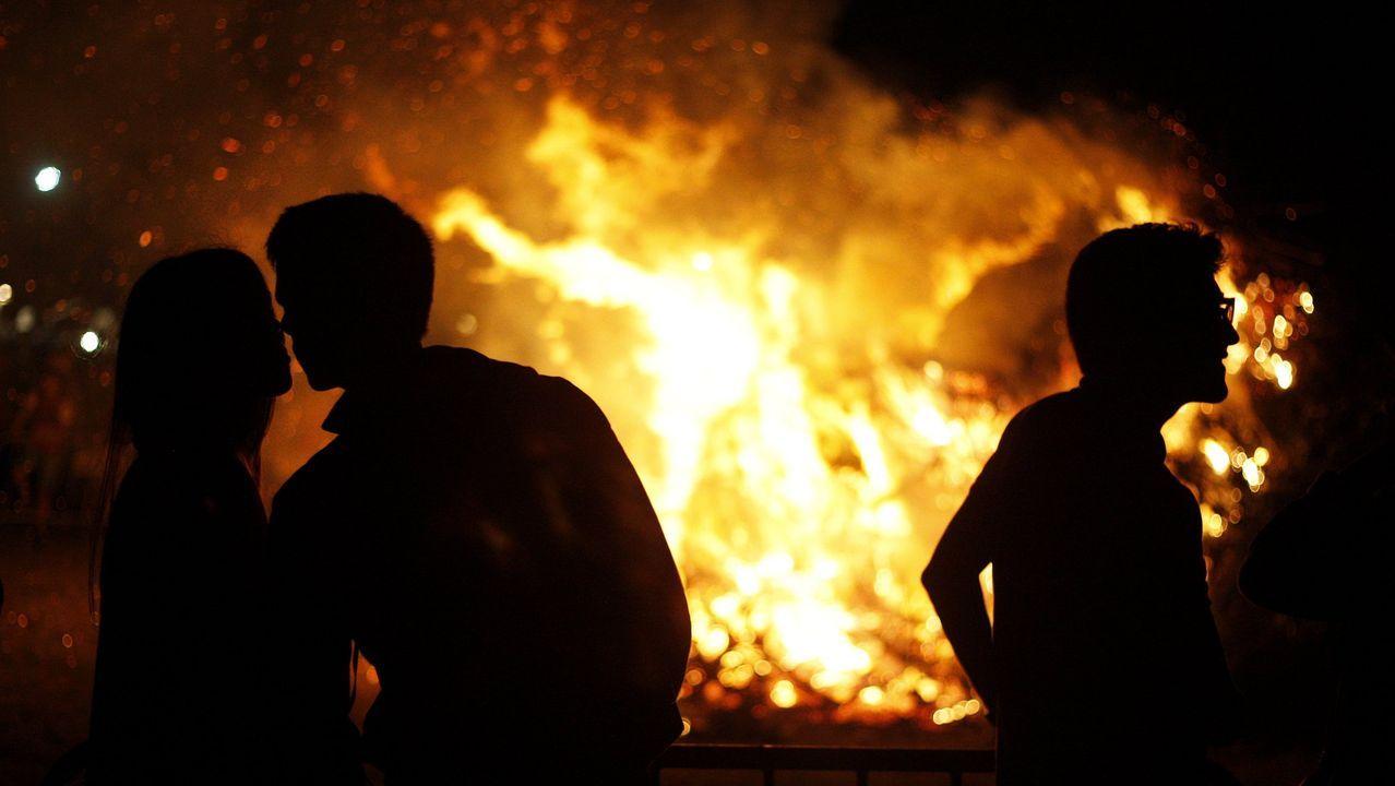 San Xoán 2020: la celebración más atípica en imágenes.Sardinas en una plaza de abastos de Arousa
