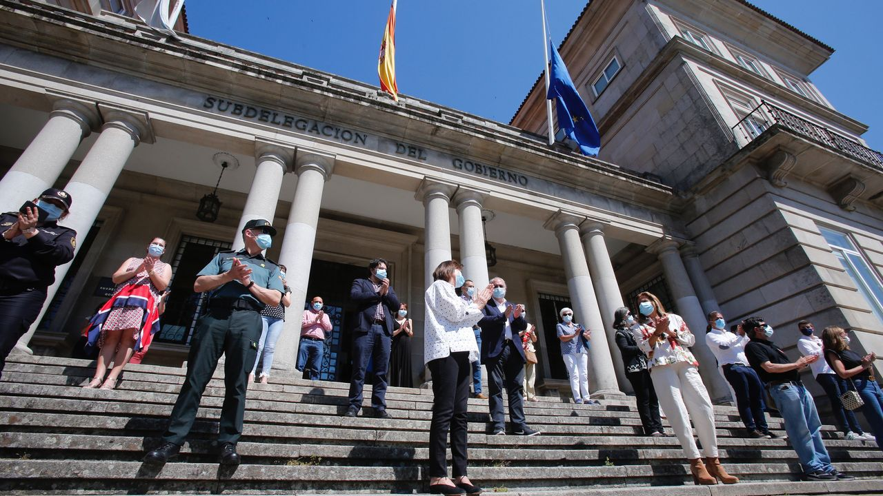 Minuto de silencio ante la Subdelegación del Gobierno en Pontevedra