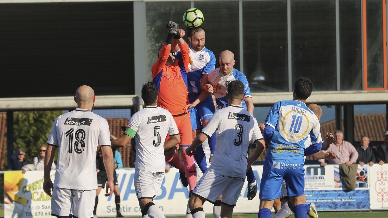 Once del Oviedo ante el Mallorca B, con Villanueva en la fila de abajo, segundo por la izquierda