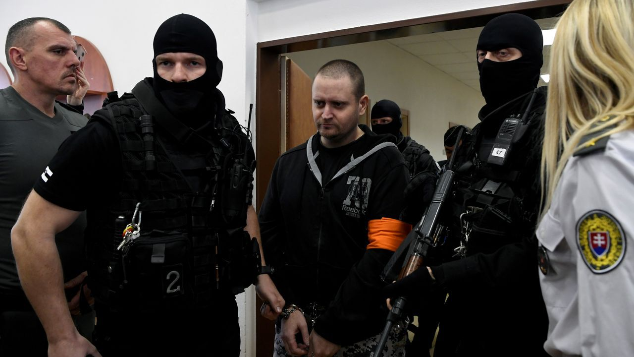 Manifestaciones en Londres yStuttgarten contra de las restricciones.El condenado es Miroslav Marcek, un antiguo soldado que había confesado el crimen durante el juicio