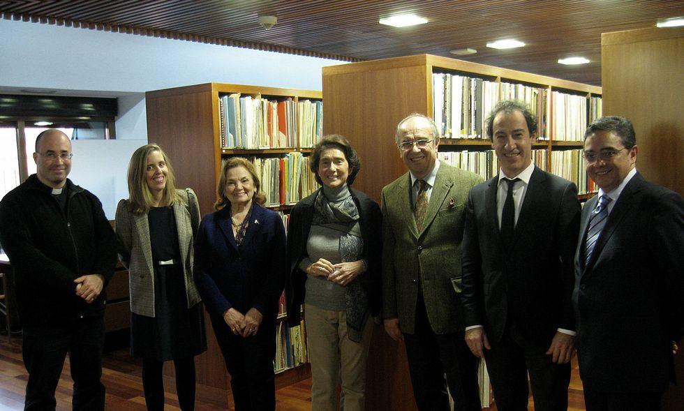 El inglés «top» de Caballero: «Very welcome everybody here».El párroco de Betanzos (izquierda) visitó la Escuela Superior de Música Reina Sofía junto a Leo Nucci.