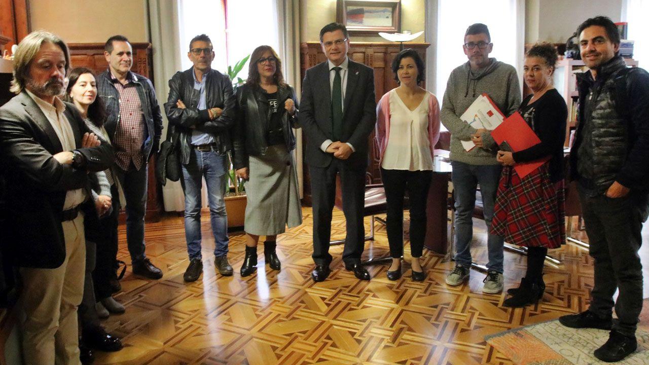 Pedro Sanjurjo recibe el informe de la pobreza