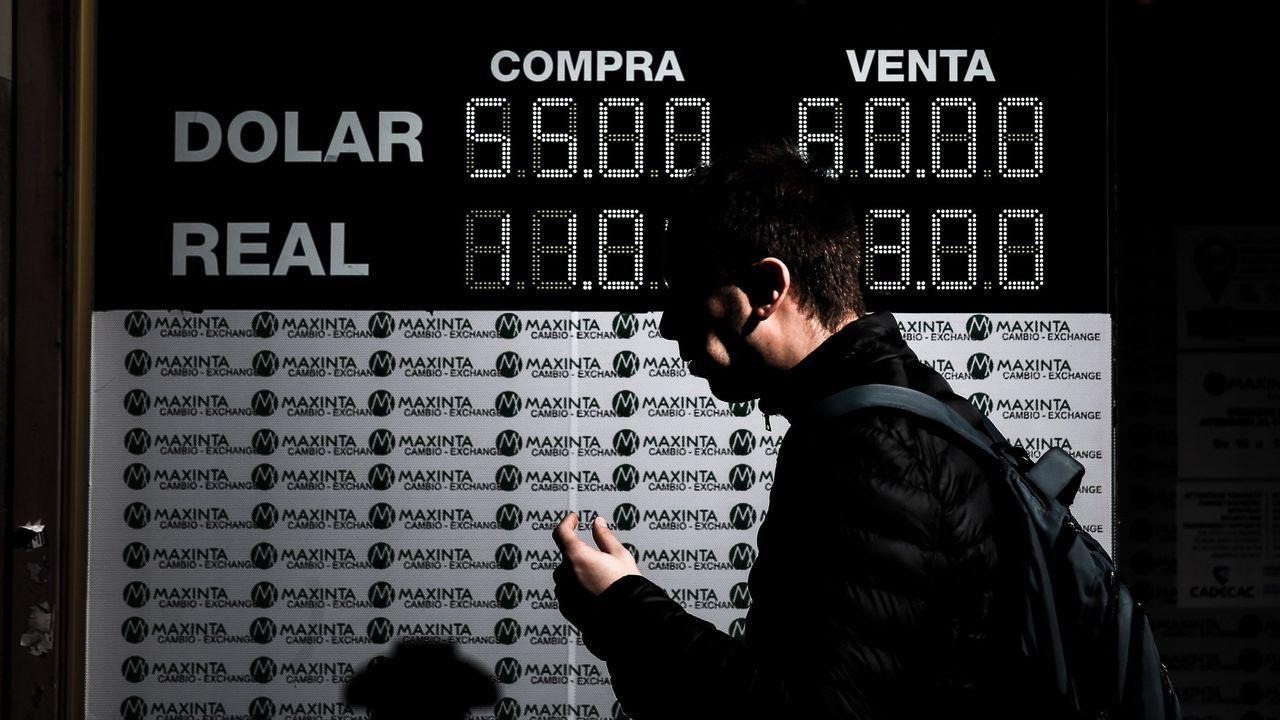 La Bolsa de Buenos Aires se desploma tras la debacle del presidente Macri en las primarias. El candidato peronista, Alberto Fernández, superó en 15 puntos al actual mandatario. En su apertura la bolsa argentina perdía más de un 12%, pero poco después llegaba al 32