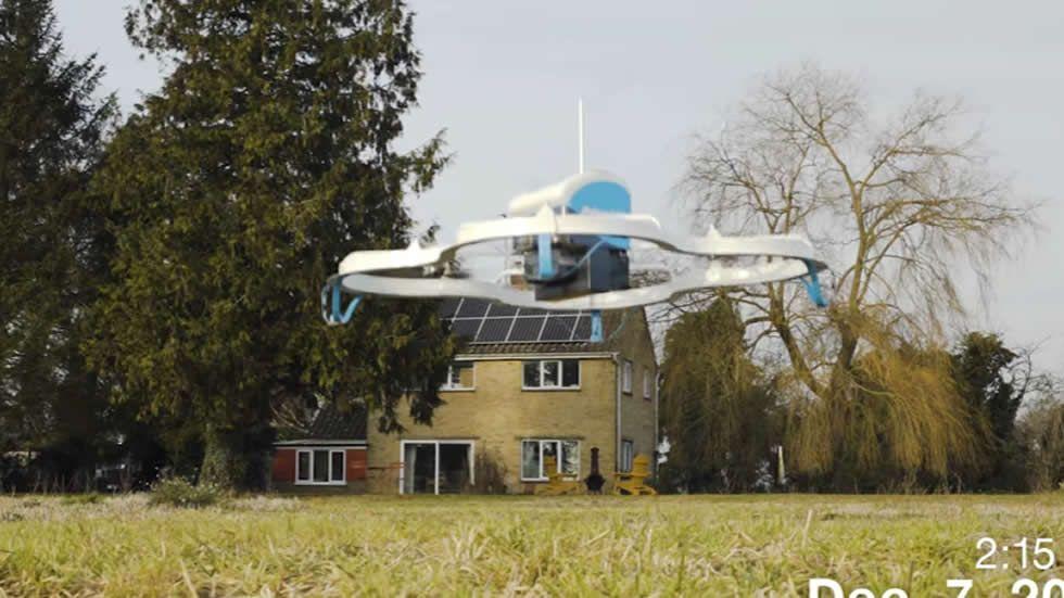 Así fue la primera entrega con un dron de Amazon
