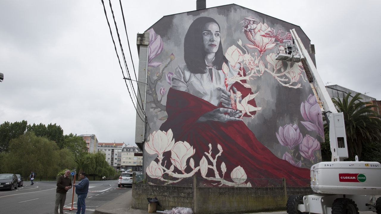 Mural de Lula Goce en la calle Iglesia
