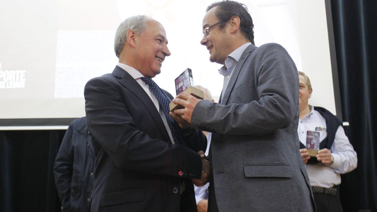 El alcalde, José Tomé (a la izquierda), en la entrega de premios de la última Gala do Deporte
