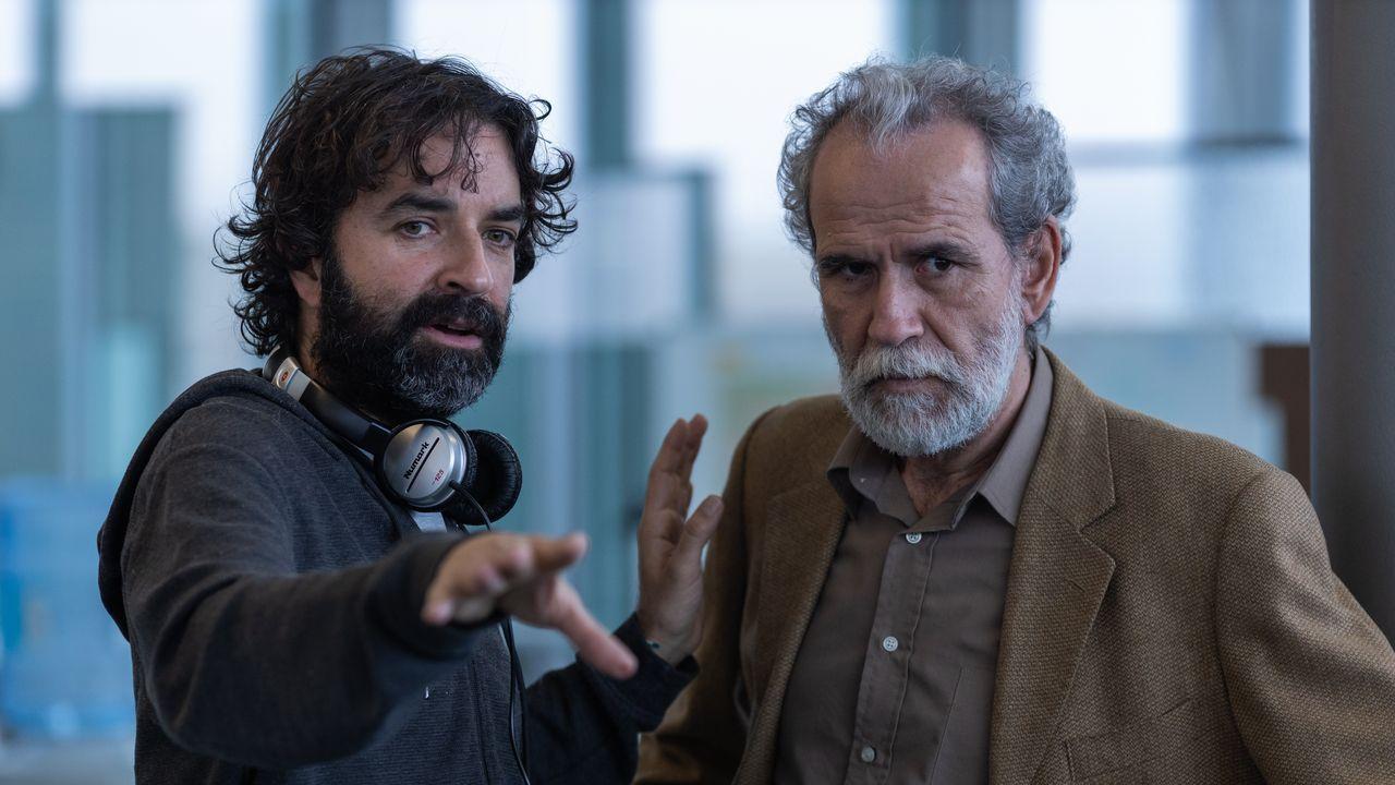 Mateo Gil y Willy Toledo, en un momento del rodaje