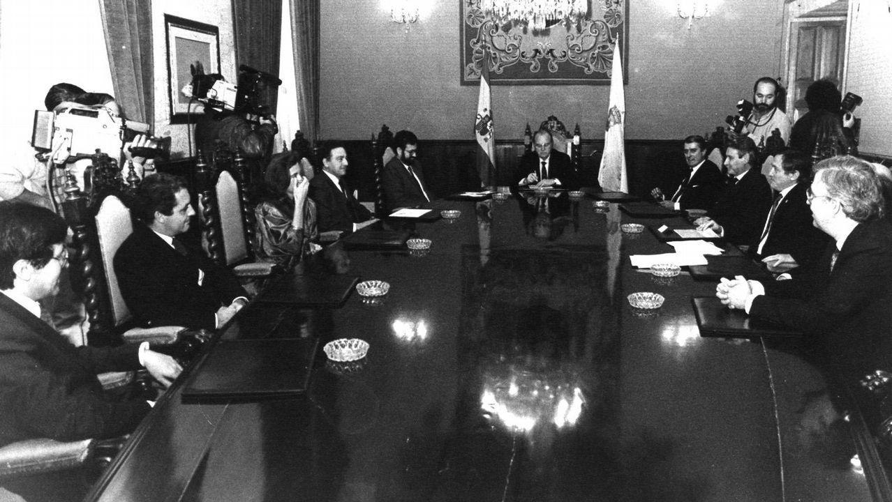 Primer consello de la Xunta de Galicia con su nuevo gabinete de Gobierno presidido por Fernández Albor