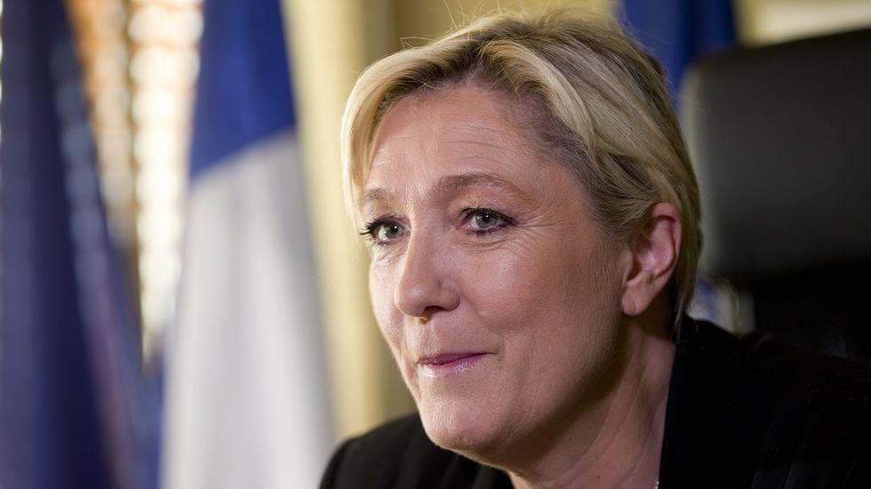 El presidente del Comité de Relaciones Exteriores del Senado, Bob Corker..Marine Le Pen, líder del Frente Nacional francés.