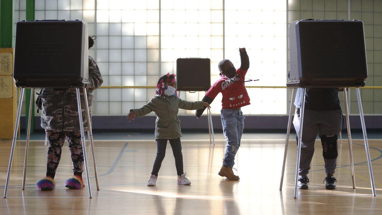 Ciudadanos ejerciendo su derecho al voto en Ohio