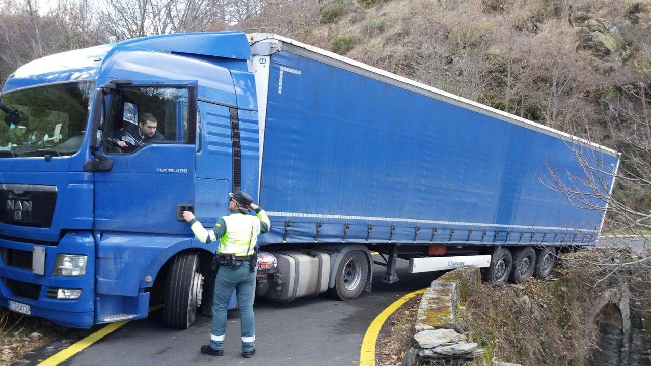Este conductor polaco se quedó atascado en Laza y tuvo que ser rescatado por la Guardia Civil