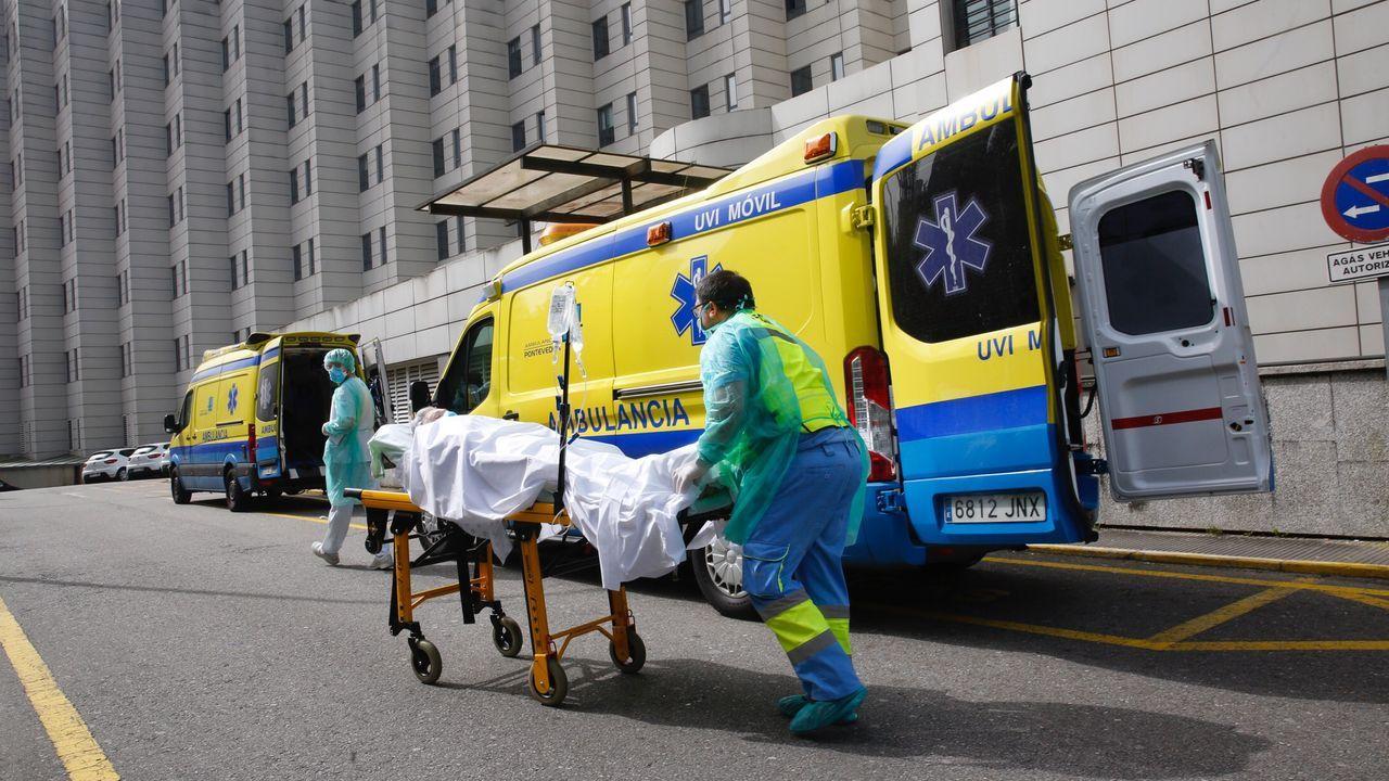 Sanidad devuelve 9000 test rápidos procedentes de China que no eran fiables.Traslado de una paciente con un posible positivo en coronavirus en Pontevedra