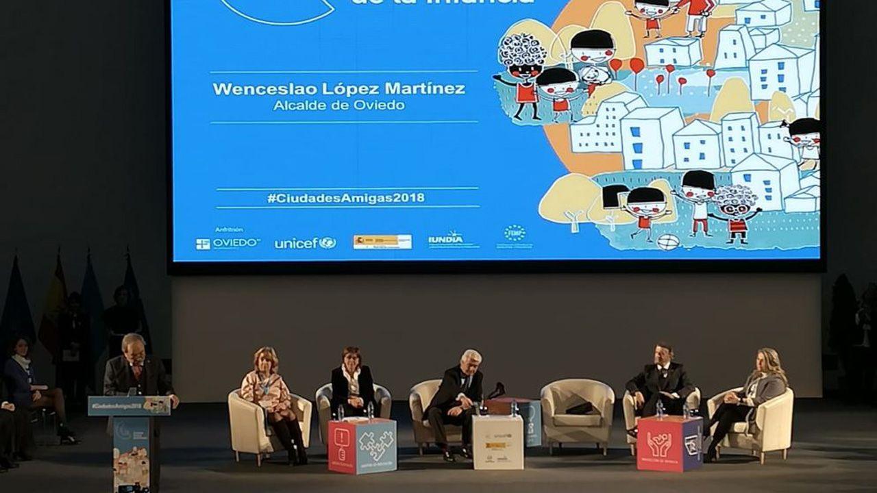 El alcalde de Oviedo, Wenceslao López, habla durante la ceremonia de los VIII Reconocimientos Ciudades Amigas de la Infancia 2018