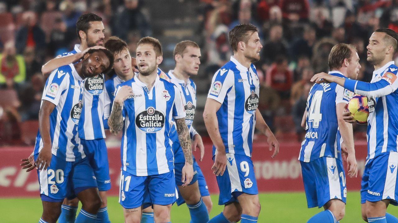 Yoel Barcenas Real Oviedo Reus Carlos Tartiere.Los jugadores del Oviedo aplauden a su afición