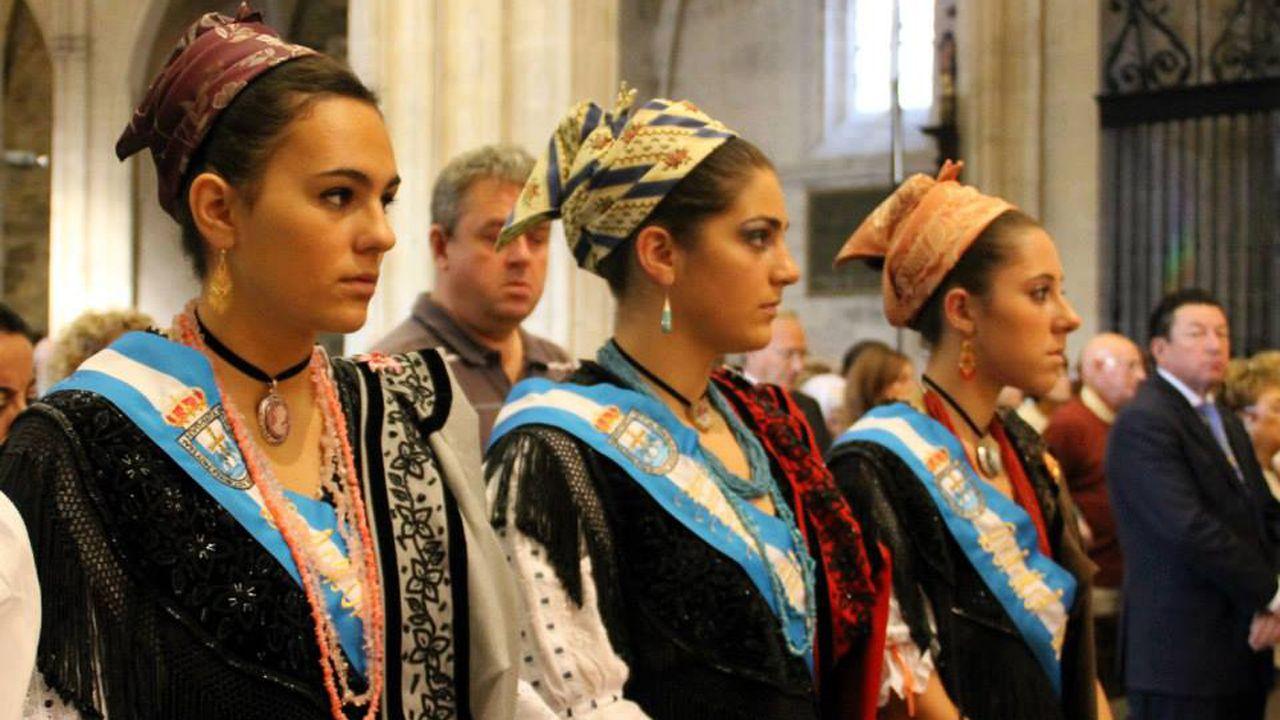Reina de Asturias y Damas de Honor durante la misa en honor a San Mateo en el año 2013