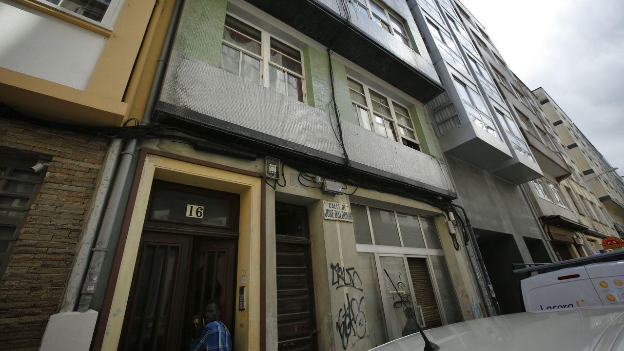 okupa.Grupos violentos armados con piedras y mobiliario urbano, el viernes en Barcelona