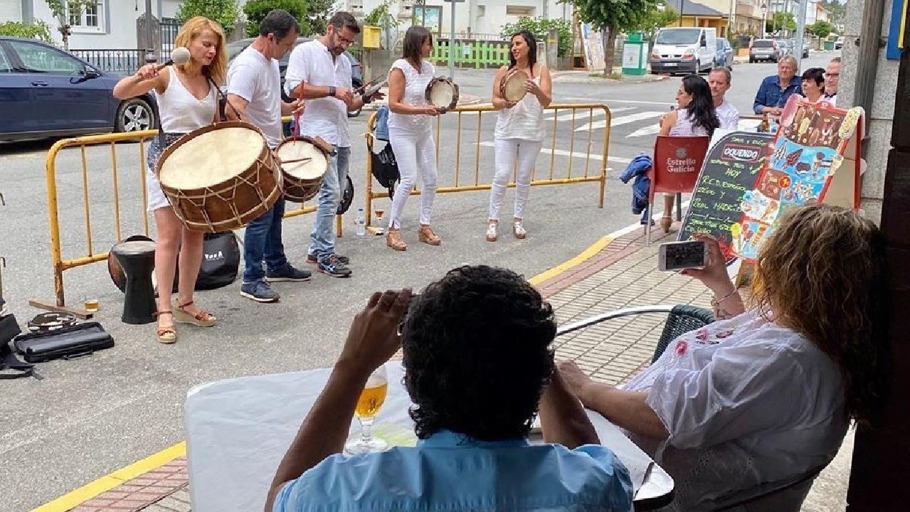 Actuación do grupo musical chantadino Searas dentro do ciclo Con-certa Normalidade