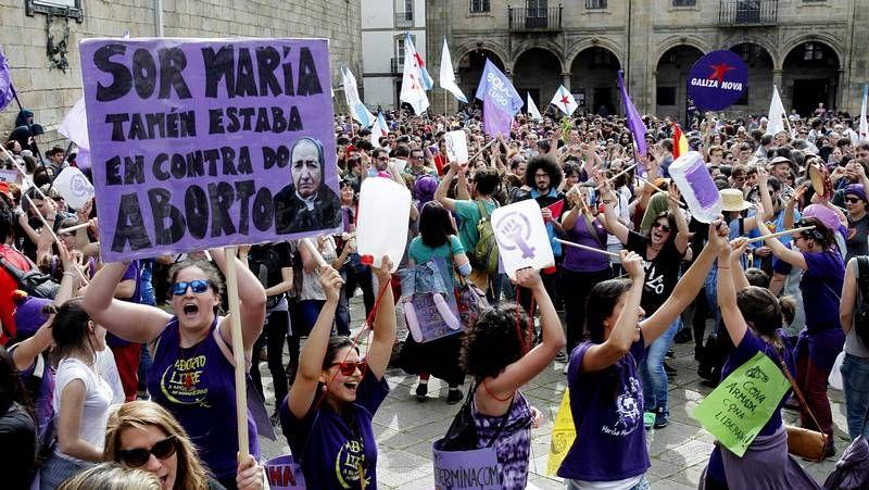 Galicia Protesta contra la ley del aborto.La intención de Luar na Lubre es organizar una gira internacional con este espectáculo.