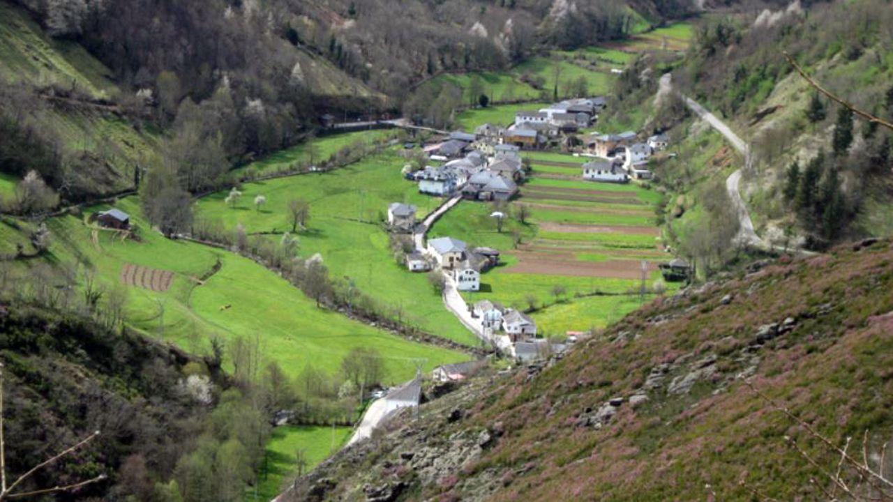 Las muñecas de la Princesa de Asturias.Localidad de Moal, en Cangas del Narcea