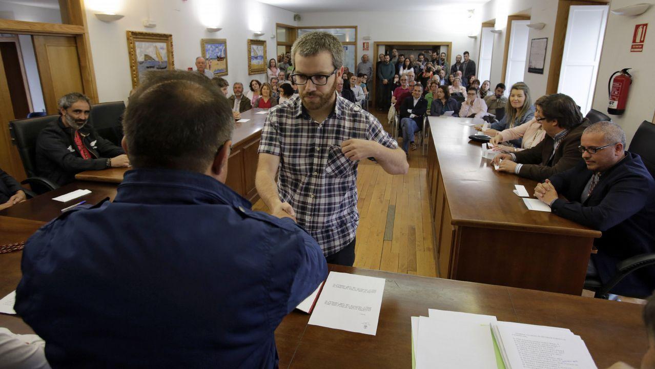 Ribadavia. Brais Fidalgo, edil de la marea,  promueve ahora mismo una moción de censura contra el PSOE. Su padre, Miguel Fidalgo, fue alcalde socialista en la localidad.