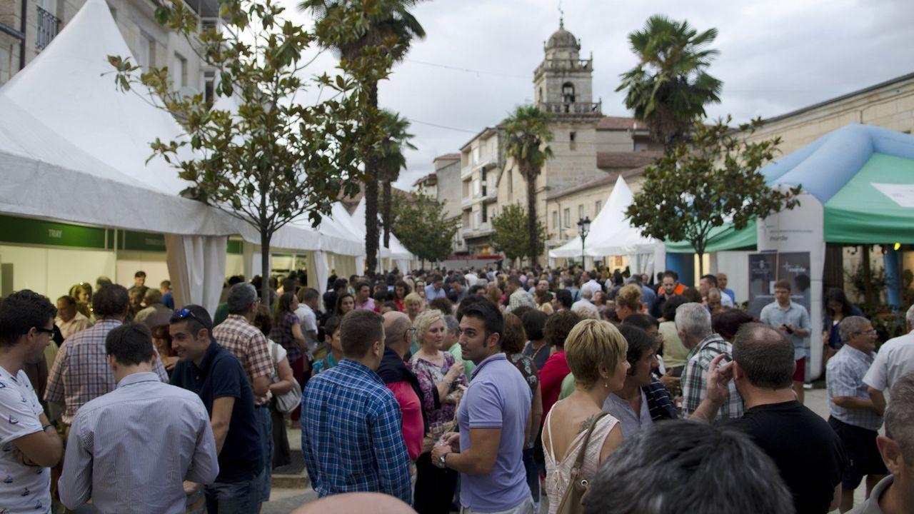 Monterrei presume de vino.La presencia de las autoridades dio paso a la apertura del recinto ferial. Rubén Riós dio el pregón