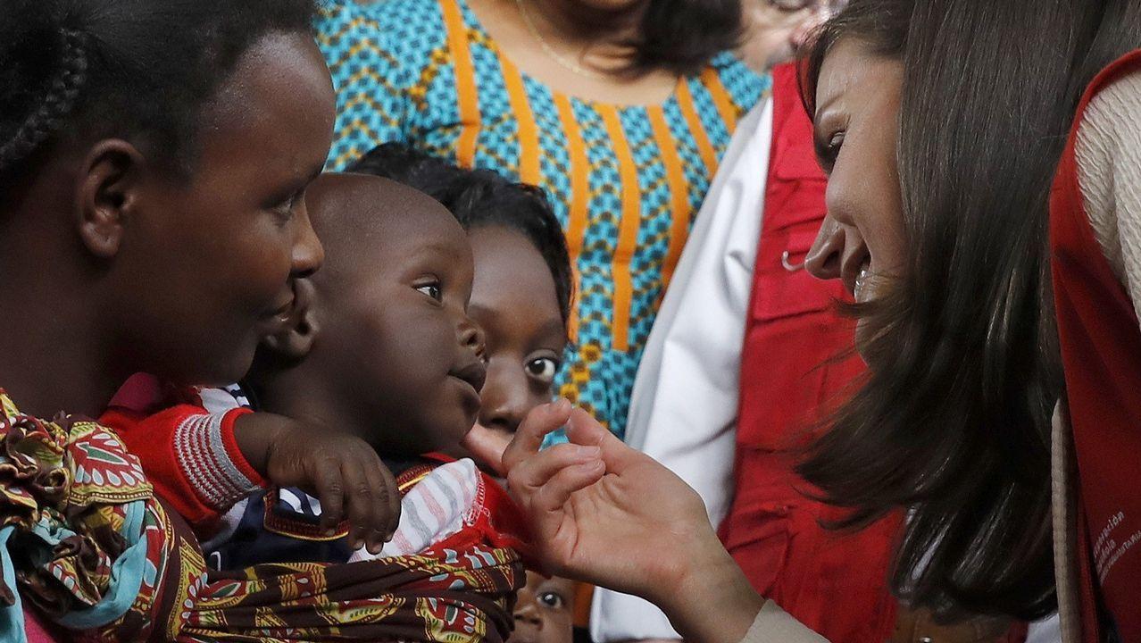 La reina Letizia en su visita este lunes, en la localidad mozambiqueña de Manhiça