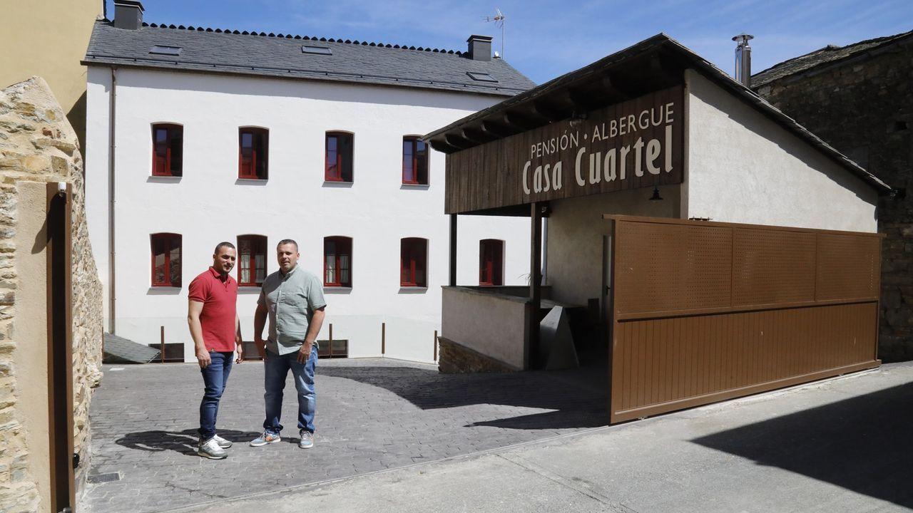 La Casa Cuartel de A Fonsagrada reconvertida en albergue-hotel por los hermanos Roberto y Gerardo López Fernández