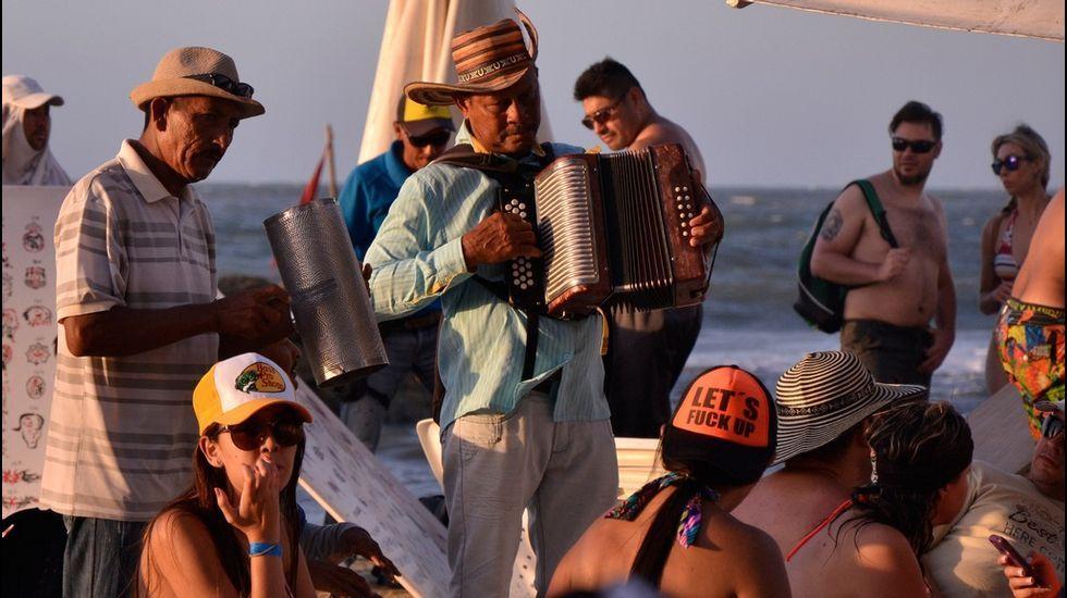 «Vallenato», el nombre de un baile y su música populares colombianos, es una de las novedades en la acutalización del Diccionario