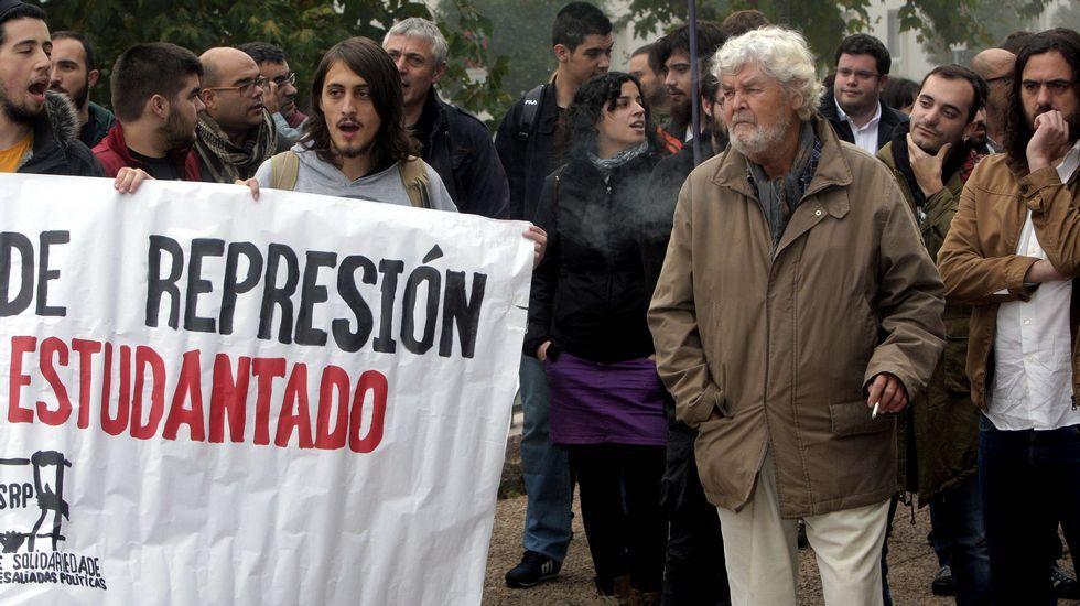 Feijoo: «Non sei quen son os candidatos de Ciudadanos».Miguel Lorenzo, saludando a los asistentes a la presentación.