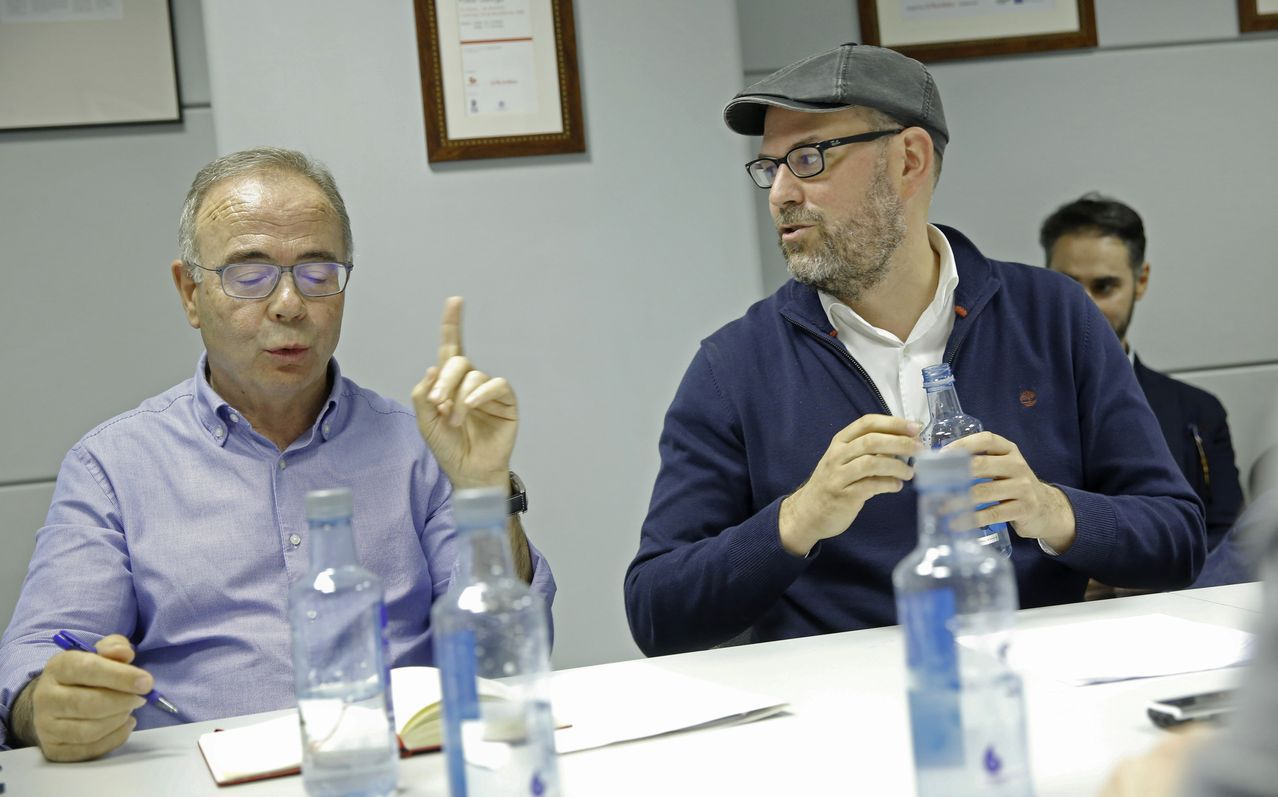 Xosé Sánchez Bugallo y Martiño Noriega, en el debate organizado por La Voz de Galicia de los candidatos a la alcaldía de Santiago