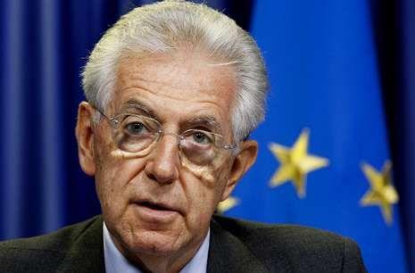 El primer ministro italiano, Mario Monti, ante los medios tras la reunión del Ecofin, en Bruselas.