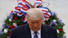 Trump, ante el monumento al soldado desconocido en el cementerio de Arlington