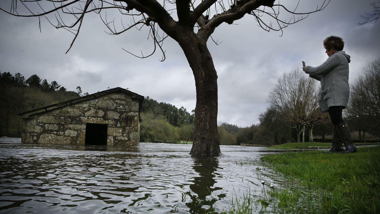 La borrasca Gisele descargó con fuerza en Compostela y comarca.Una imagen de la pasada edición de la Festa do Melindre, el producto más reconocible de la zona