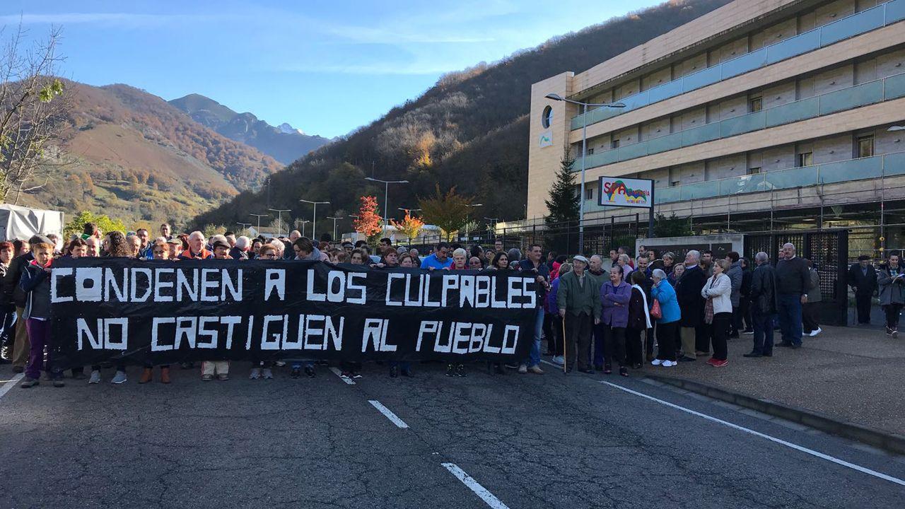 El presidente del Montepío, Juan José Pulgar.Manifestación en Felechosa por el geriátrico