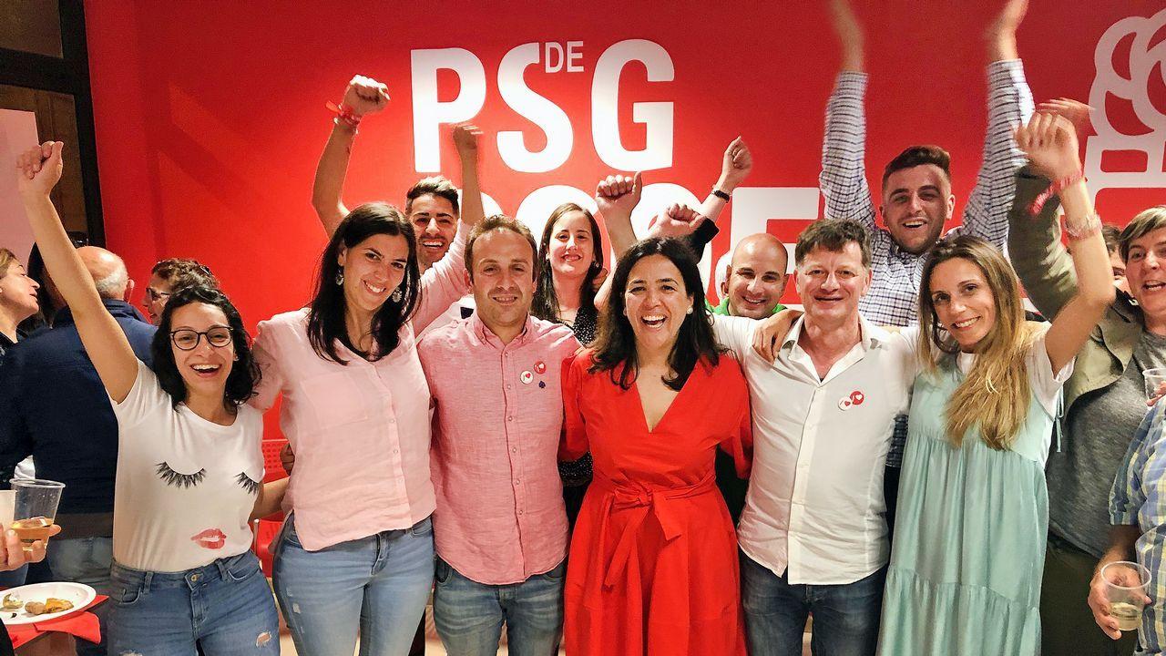 Marta Giráldez valora los resultados del PSOE en Meis.El coche de Teis quedó volcado en la mediana de la AP-9