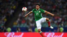 Oswaldo Alanís en un partido con México