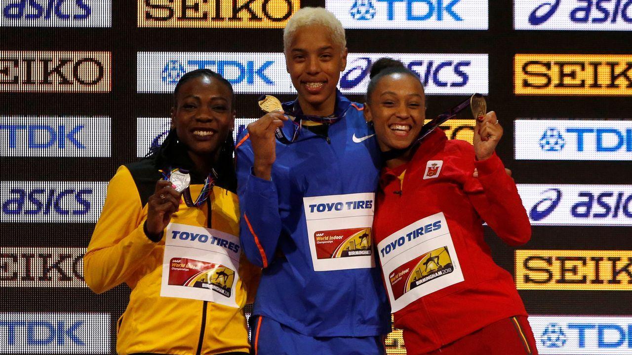 Peleteiro, en el podio del Campeonato del Mundo celebrado en Birmingham, donde logró la medalla de bronce